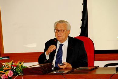 Ex-diretor Geral do Cepel, Jerzy Lepecki, também fez parte do grupo agraciado